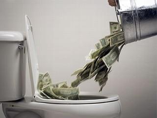 gettare-soldi-sprechi-aziendali-non-conformità-costi-nascosti