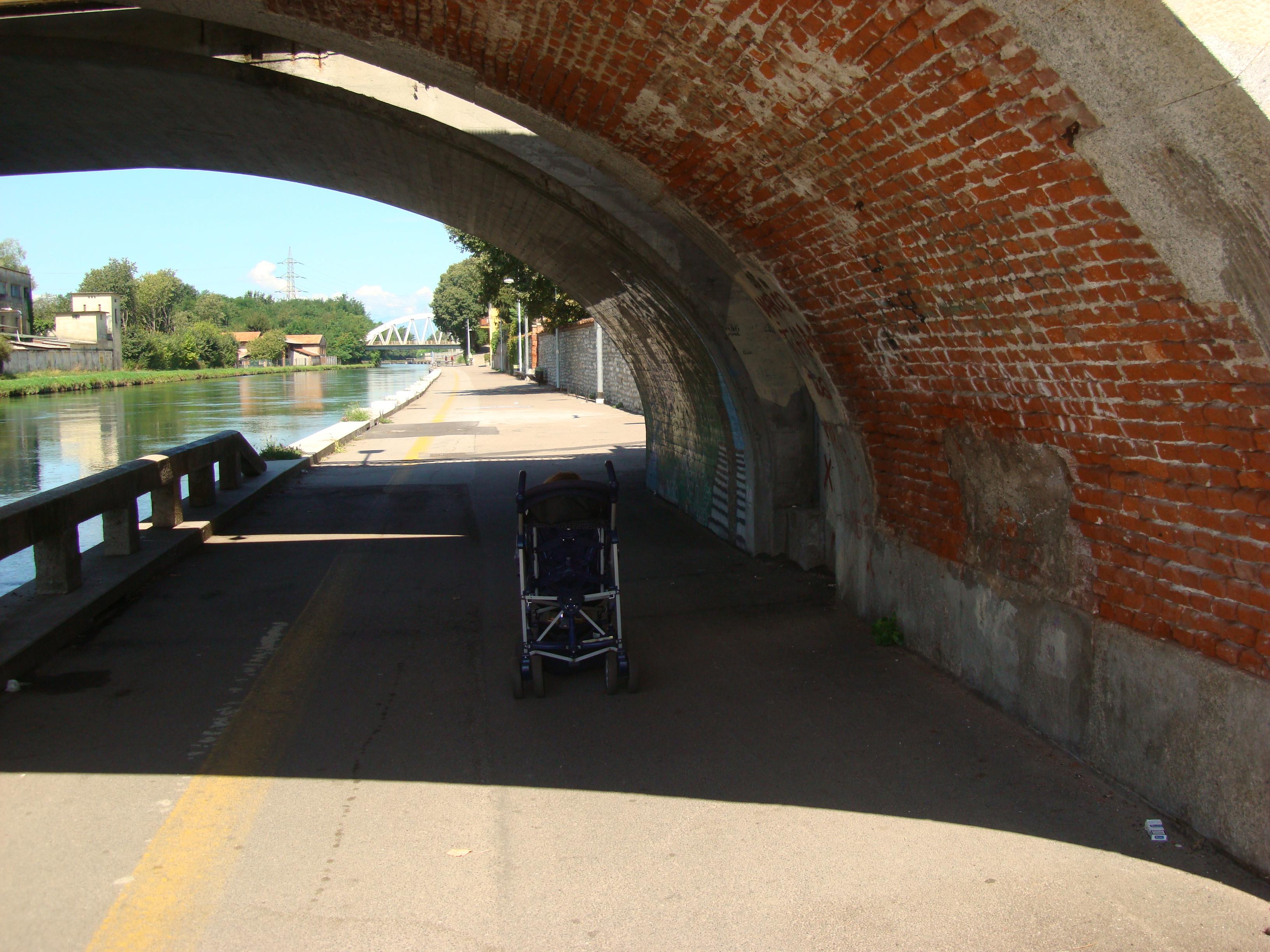 Ottobre 1944 viene minato il ponte in pietra sul naviglio for Camino sul ponte rialzato