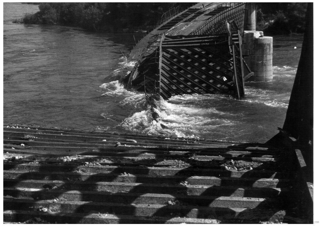 Foto del Ponte sul Ticino dopo il Bombardamento