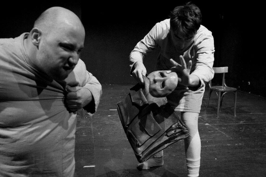 Gli_Ebrei_sono_matti_foto_scena_Agorà_Compagnia_Teatro_Forsennato