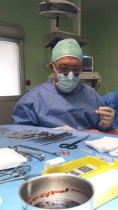 Dottor Dante Remo Tunesi in sala operatoria