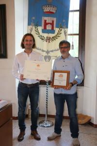 Christian Garavaglia e Gianni Roveda con i riconoscimenti di Città Slow