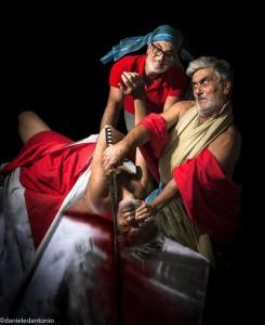 Giuditta che decapita Oloferne, reinterpretazione di Daniele D'Antonio (da Artemisia Gentileschi)