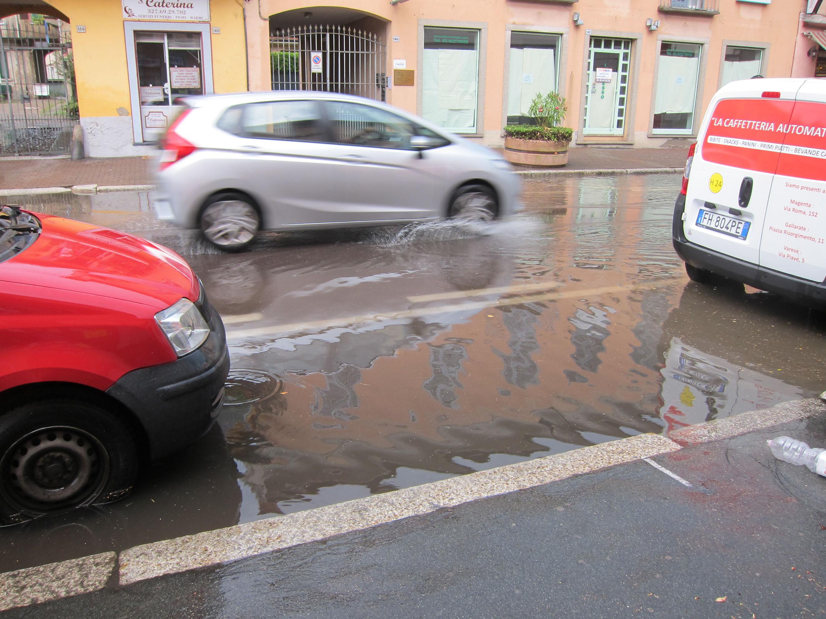 Nubifragio su magenta via roma completamente allagata for Arredamenti roma sud