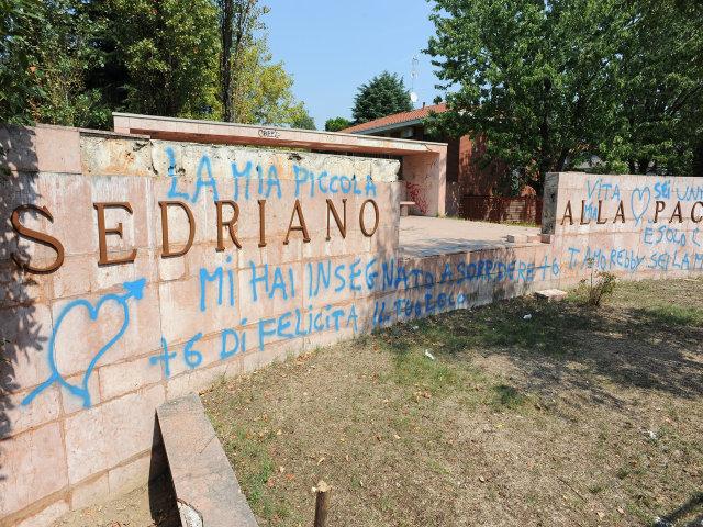Sedriano - Monumento imbrattato