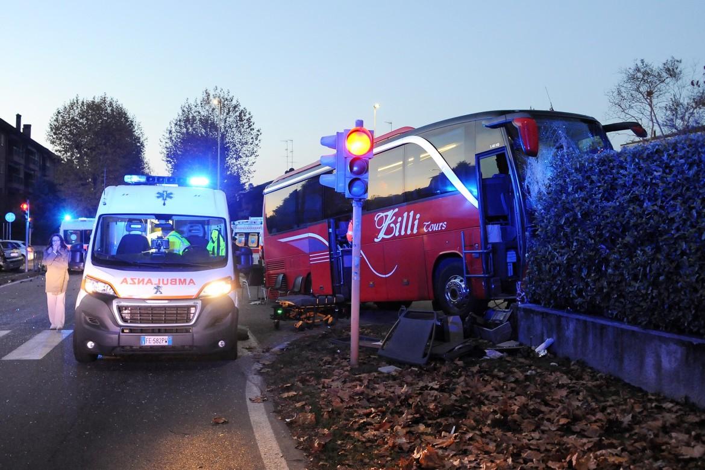 Corbetta - Incidente auto autobus