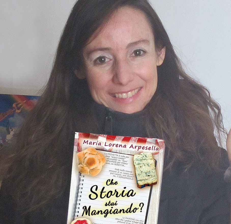 Lorena Arpesella con libro2(1)