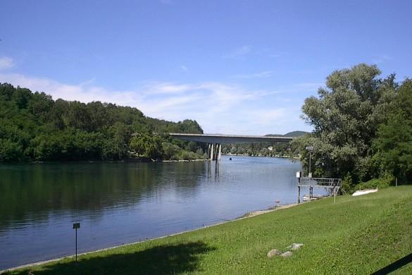Il Ticino all'uscira dal lago a Sesto Calende